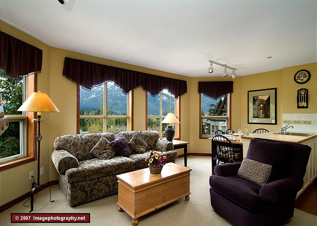 Whistler Aspens on Blackcomb Accommodation 355 Living Room