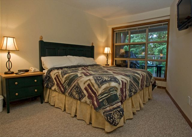 Whistler Aspens on Blackcomb Accommodation 417 Bedroom