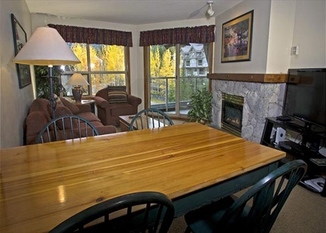 Whistler Aspens on Blackcomb Accommodation 439 Dining Area