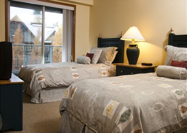 Whistler Aspens on Blackcomb Accommodation 458 Bedroom
