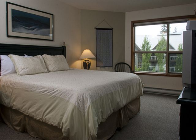 Whistler Aspens on Blackcomb Accommodation 460 Bedroom