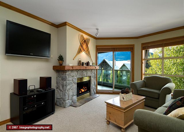 Whistler Aspens on Blackcomb Accommodation 562 Living Area