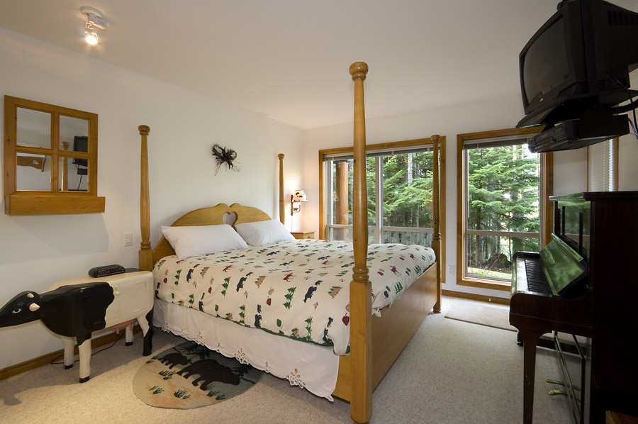 Whistler Painted Cliff Accommodation Bedroom