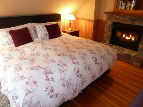 Whistler Ski In Ski Out Rental Home - Master Bedroom