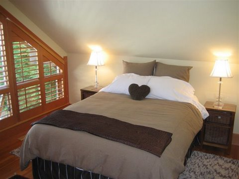 Whistler Ski In Ski Out Rental Home - Bedroom