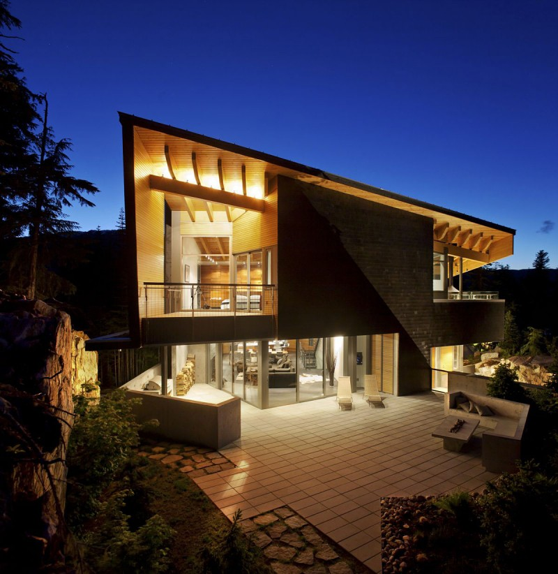 Whistler Luxury Home - Ski In / Ski Out Exterior Night