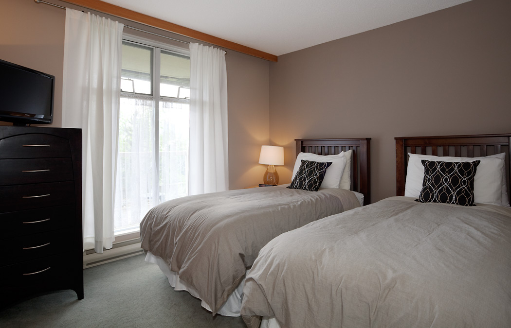 Whistler Woodrun Lodge Bedroom