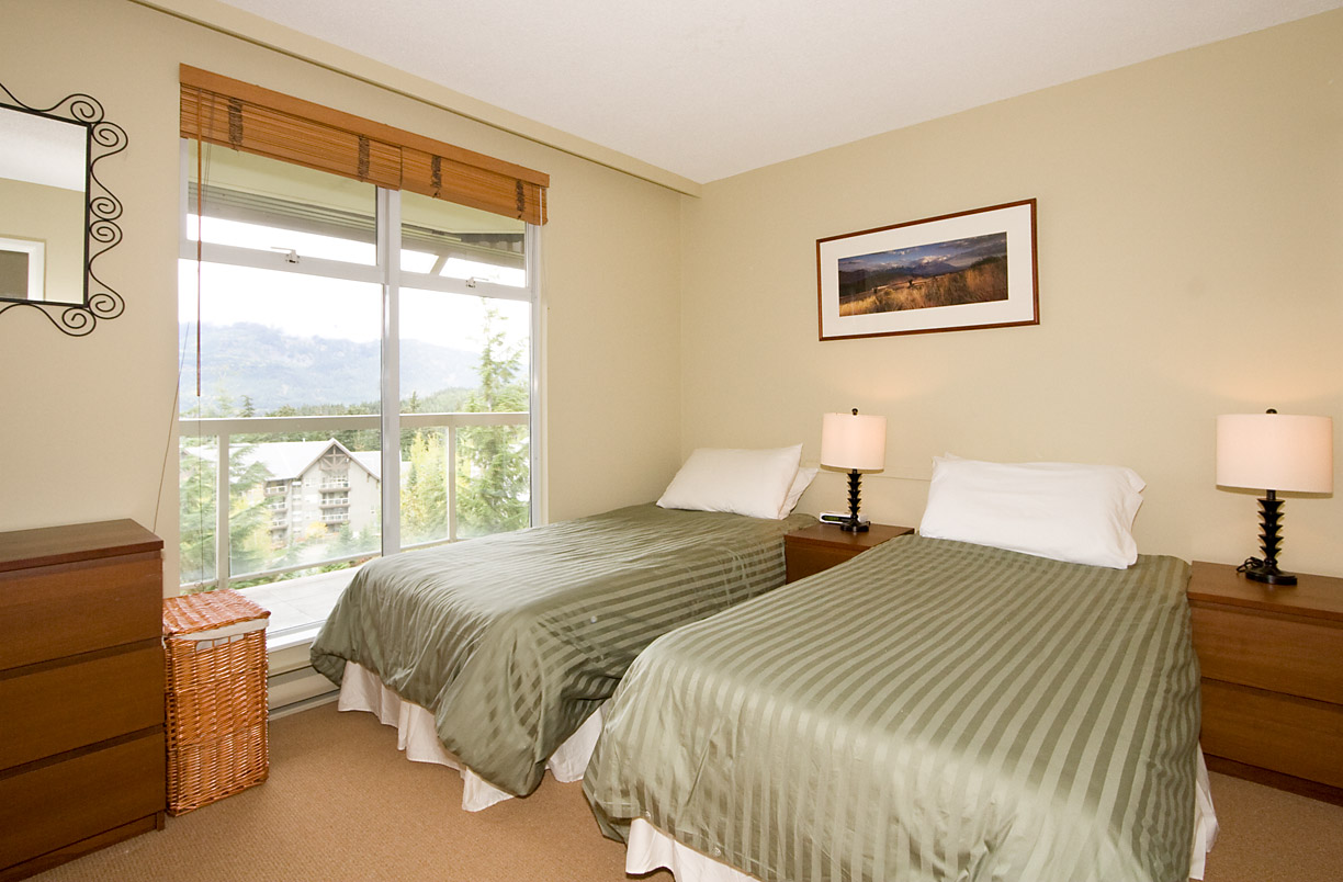 Woodrun Lodge Whistler Bedroom