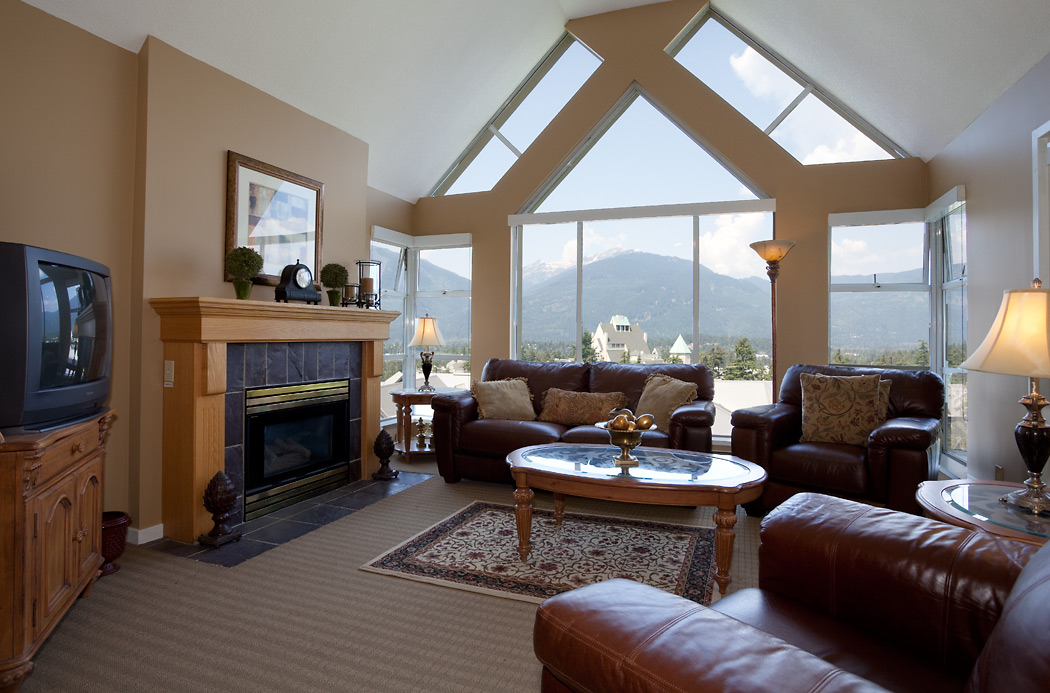 Woodrun Lodge Whistler 603 Living Room