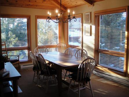 Beautiful whistler vacation rental cedar hollow ski in for Whistler cabin rentals